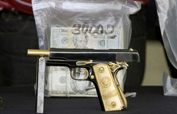 02-357-Magnum-semi-automatics-with-solid-gold-grips