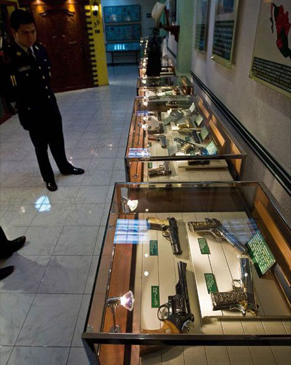 03-This-guy-had-a-better-gun-collection-that-most-legitimate-museums-do