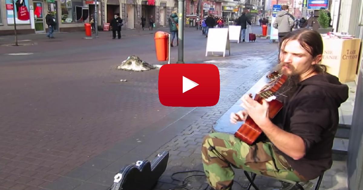 INGEN tror at denne fyren er en gatemusikant. Og du vil straks skjønne hvorfor.