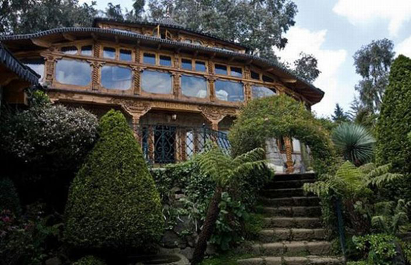 04-Just-a-quaint-little-villa-in-the-hills-Drug-money-bought-it-all