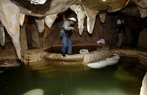 05-Man-made-cave-and-hot-tub-inside-the-home