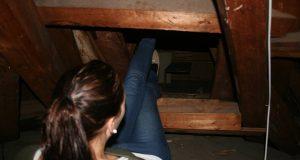 De fant en hemmelig dør på loftet. Bare vent til du ser hva som var på innsiden. Jøss!