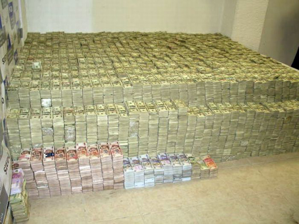 12-This-pile-of-cash-before-it-was-counted-was-estimated-to-be-approximately-18-Billion-Dollars