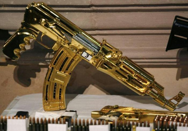 22-More-Gold-machine-guns-and-pistols-most-were-never-fired-just-held-for-collection-value