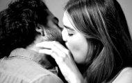 Du har sett den virale «FIRST KISS»-videoen. Her er noen hysteriske parodier og versjoner. Haha.