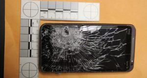 Nei, dette er ikke bare en knust mobiltelefon. Det er mye mer enn det, tro meg.
