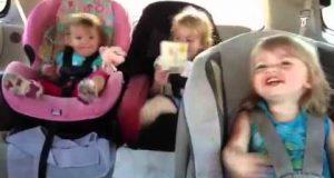 Få med deg denne lillesøsterens fortreffelige reaksjon når hun bråvåkner av at yndlingssangen settes på.