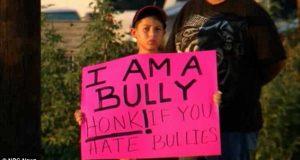 Skolen ville ikke straffe denne fjerdeklassingens mobbing. Så faren tok saken i egne hender. Ha-ha!