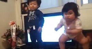 Disse smårollingenes dansemoves er det morsomste du vil se i dag. Jeg lo høyt.