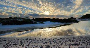 Joda, utsikten er flott. Men det du finner på selve stranden vil få deg til å trå varsomt.