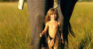 Den lille jenta Tippi vokste opp blant ville dyr i Sør-Afrika. Se de utrolige bildene.