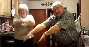Han satte på sin favoritt dance-sang og universets kuleste besteforeldre gjorde DETTE.