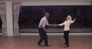 Hun er 90 år gammel, men danser fletta av de unge mennene. Denne dama er FANTASTISK.