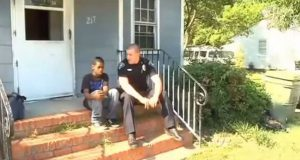 Gutt ringte politiet etter krangel med sin mor. Hva politibetjenten gjorde med saken er uvirkelig.