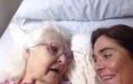 Hennes mamma med alzheimer klarer ikke gjenkjenne henne. Så skjer dette miraklet.