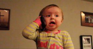Denne pappaen har intet annet valg enn å høre på babyens energiske babling. Hun er litt av en munnfull.