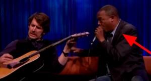 Det han kan gjøre med stemmen er gitarprodusentenes verste mareritt. Fra 1:26 ble jeg overbevist.