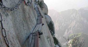 Kanskje den mest skremmende turstien i verden. Men du gjetter ALDRI hvor den fører.