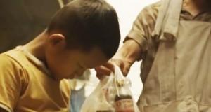 En mann gir en gutt litt suppe. Flere år senere får han noe tilbake som vil få deg til å gråte.