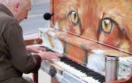 Noen lot et piano stå ute i offentligheten. Så kom denne eldre mannen og gjorde noe FANTASTISK.