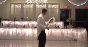 Denne brudgommen gikk ut alene for den første dansen, men det som kommer etterpå er ubetalelig.