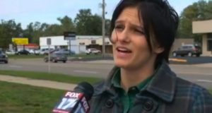 Livredd ble hun vinket inn til siden av purken. Han beordret henne så til å møte ham på Walmart…