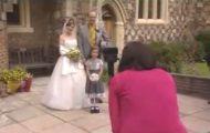 Hva bryllupsfotografene egentlig tenker? Se de unike bildene hun tar i denne videoen og finn ut.