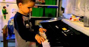 Det denne BLINDE 3 år gamle gutten kan spille uten å noen gang ha tatt en pianotime, ga meg bakoversveis.
