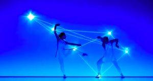 Denne kreative dansegruppens unike fremføring er enestående, vakker og hypnotiserende.