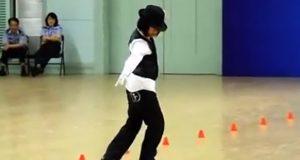 Ikke bare kan hun danse fantastisk, men VENT til du ser hva hun har på beina. Er det mulig?!