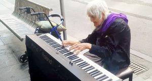 Et piano ble plassert på gaten. Det denne gamle damen gjorde med det, rørte meg dypt i sjelen.
