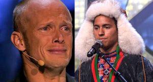 Han kom ut på scenen iført samedrakt, og det endte med at han sang dem til tårer.