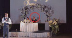 Forloveren holder talen sin, idet brudgommen reiser seg og gjør DETTE.