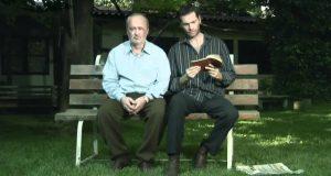 Sønnen mister besinnelsen overfor sin far, men blir bragt til tårer av ETT lite minne.