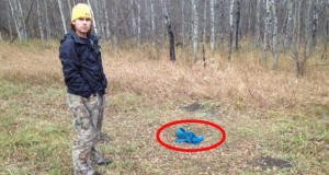 Denne fyren kom over en boks i skogen. Det han fant på innsiden? Ufattelig.