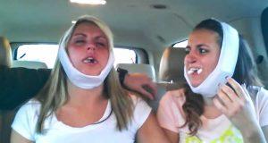 To søstre. Én skrattler, én hylgriner. Og foreldrene deres holder på å le seg ihjel. LOL.