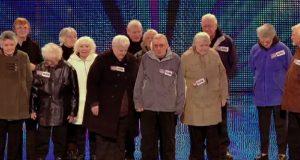 14 besteforeldre gikk ut på scenen. Dommerne var ikke imponerte, inntil de gjorde DETTE.