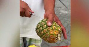Den geniale måten denne mannen kutter opp en ananas på, ligner ikke noe jeg noen gang har sett før.