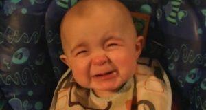 Denne babyens reaksjon på morens synging traff meg så brutalt i hjertet at det er jo bare helt sinnssykt!