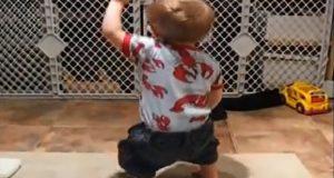 Plutselig kom babyens favorittsang, og de elleville dansebevegelsene hans fikk mamma til å bryte ut i latter.