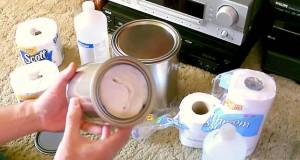 Ved å putte toalettpapir i en boks, skaper han noe som kan være nyttig for alle.