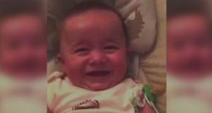 Denne babyen har den morsomste latteren noensinne. Den kan gi deg mareritt.