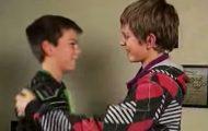 Disse to guttene møttes i et lokalt svømmebasseng og gjorde en livsforandrende oppdagelse.