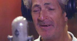 Da de lot denne hjemløse mannen synge i et studio, gikk han RETT til topps og fikk platekontrakt.