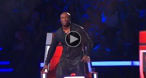 Dommeren reiser seg i sjokk når han ser hvem som synger på scenen… WOW.
