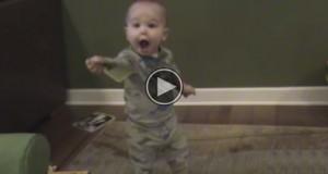 Sørg for at du sitter før du ser hva denne babyen kan gjøre i så ung alder. WOW.