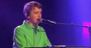 Gutten skal synge en sang fra 50-tallet. Etter bare 5 sekunder er dommerne i fyr og flamme.
