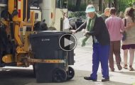 Bestemor skal bære ut søpla, men det som skjer? Herregud.