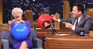 Hun inhalerer helium, men når hun gjør DETTE på 2:20 i videoen, døde jeg nesten av latter.