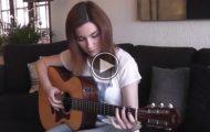Hun spiller «Hotel California», men jeg har aldri hørt den fremført på denne måten. Wow.